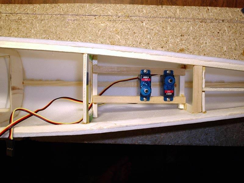Так же из потолочки, для прочности из 2-ух склеенных между собой слоев,изготовили хвост и рули направления и высоты.