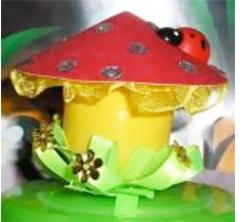 Здравствуйте.  Мы хотим предложить Вам статью о том, как сделать симпатичный грибок из яйца от киндер-сюрприза.
